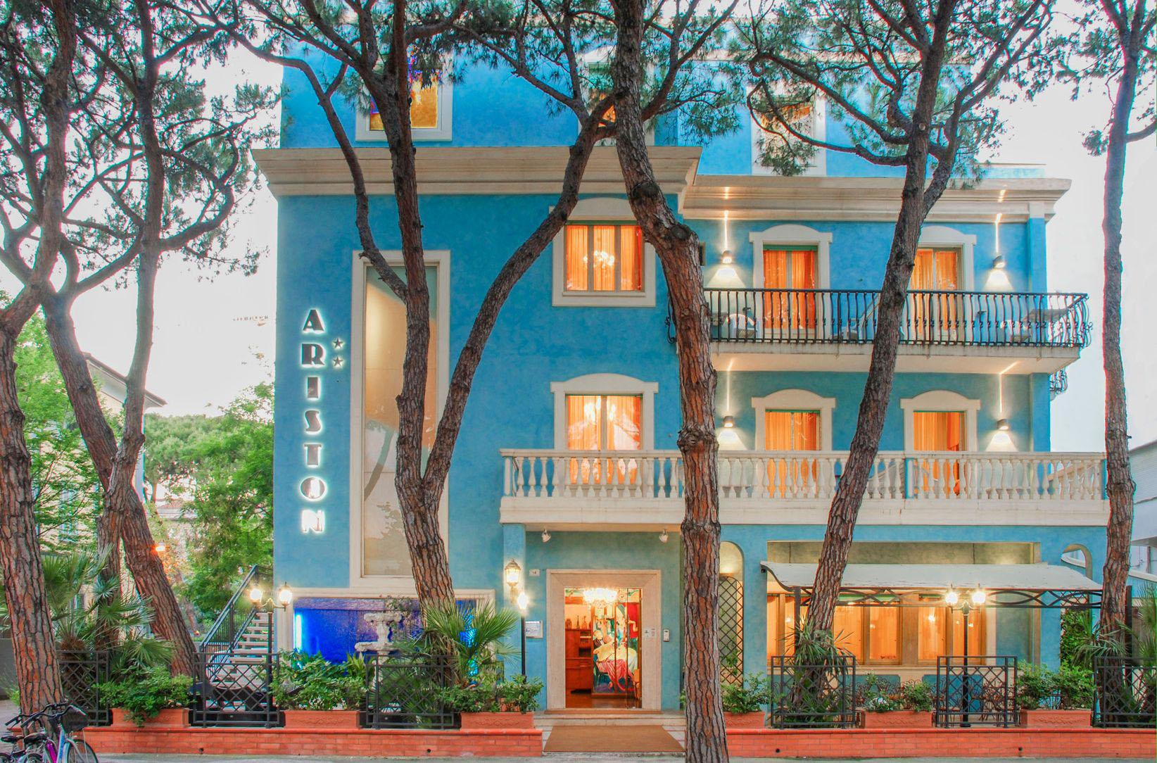 Hotel ariston riccione albergo per famiglie gestione for Bagno 68 riccione
